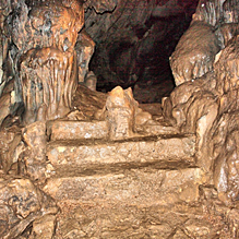 Тысячеголовая пещера